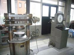 アムスラー型 200t耐圧試験機